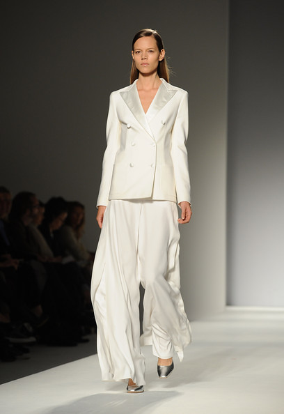 Max+Mara+Milan+Fashion+Week+Womenswear+2011+4Z_wFE6KWGml