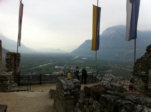 Blick vom oberen Teil der Burg Richtung Norden auf Salurn und Kaltern