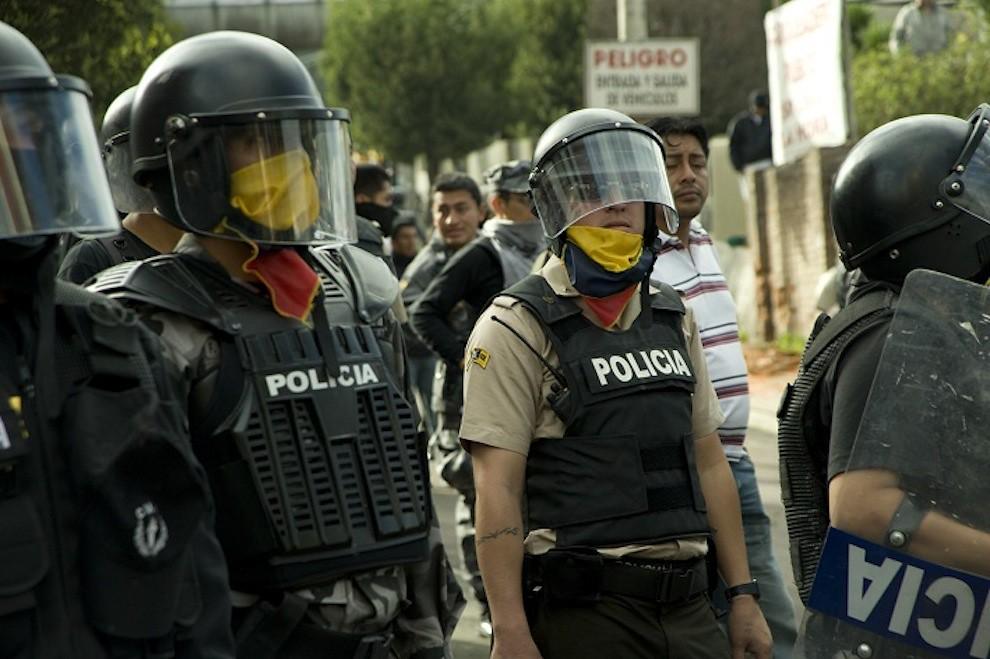 Ecuador Police in masks