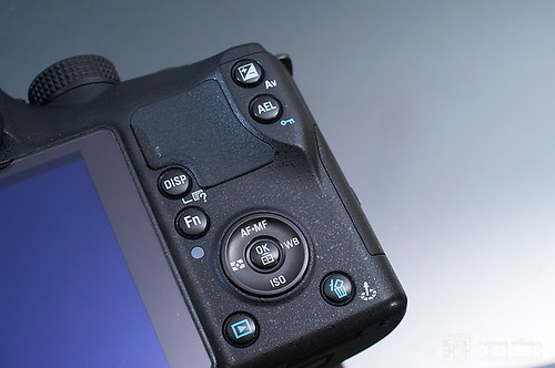 Samsung_NX10_exterior_14
