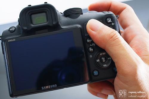 Samsung_NX10_exterior_11