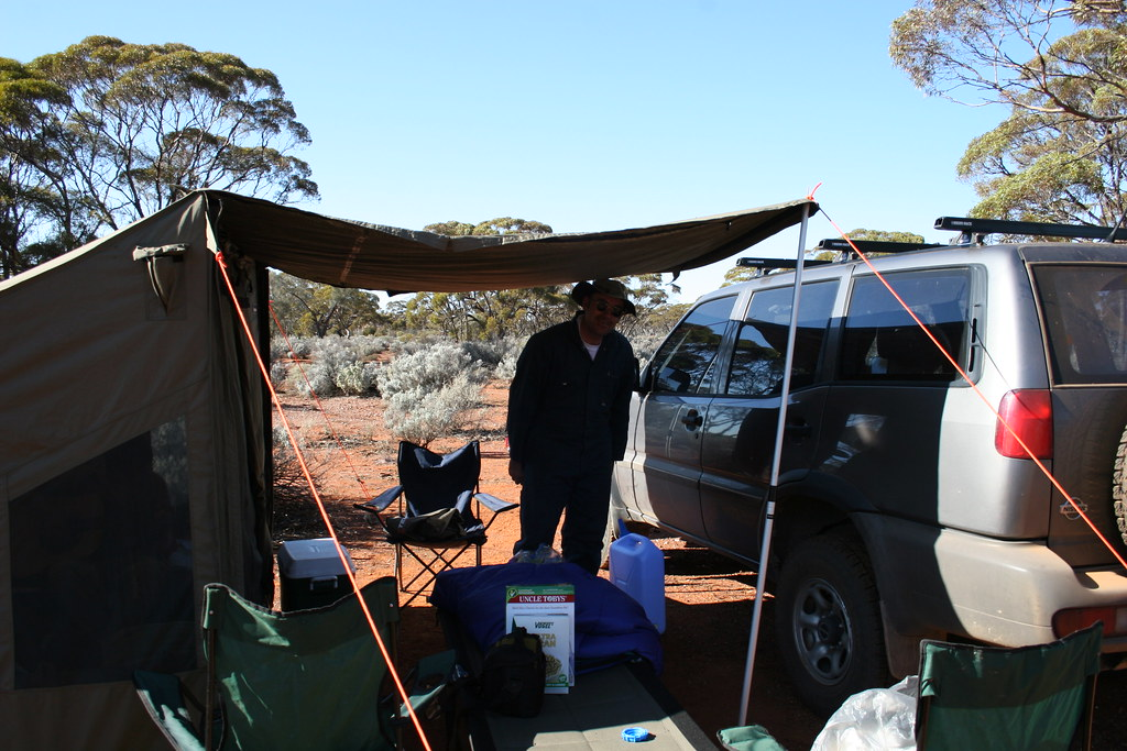 Setting up camp 80km north of Coolgardie IMG 2126
