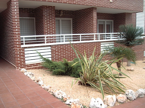 terraza con posibilidad de ampliar salón. Solicite más información a su inmobiliaria de confianza en Benidorm  www.inmobiliariabenidorm.com