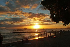 Sundown in Paradise (BarryFackler) Tags: ocean sunset sea beach clouds palms hawaii sand paradise surf waikiki pacificocean shore palmtree tropical honolulu waikikibeach waikikisunset barryfackler barronfackler