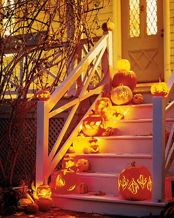martha-stewart-stairway-pumpkin-lanterns