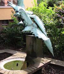 Möwenbrunnen (ahmBerlin) Tags: berlin bronze kreuzberg brunnen möwe 10969 oranienstrase paulohnesorge alexandrinenstrase ottosuhrsiedlung möwenbrunnen