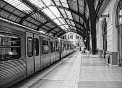fui viajera.... (Leonorgb) Tags: canon leo metro greece grecia atenas revolver ferrocarril estacindetren pireus athna elpireo peiraius