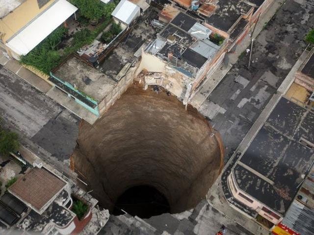 지구에 있는 기괴한 구멍들