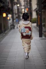 Autumn streets #15 (Onihide) Tags: street autumn japan kyoto geiko miyagawacho  toshihana