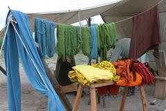 Gefärbte Stoffe von Polle Widmaier Urd-Fashion Sommermarkt Haithabu WHH 21-08-2010