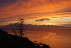 Eilean Rùm (Màrtainn) Tags: sunset skye scotland highlands zonsondergang tramonto sonnenuntergang isleofskye alba escocia rum naplemente alban szkocja coucherdesoleil escócia solnedgang schottland crepúsculo solnedgång schotland puestadelsol ecosse günbatımı solpor auringonlasku scozia sleat isleofrum skottland skotlanti skotland zachódsłońca ainshval kuzhheol broskos sunsubiro sólsetur západ tarskavaig escòcia anteileansgitheanach skócia δύση albain saulriets заходсолнца ilunsenti залазак iskoçya sgitheanach шотландия hallival σκωτία askival slèite gàidhealtachd eileansgitheanach eileanrùm tarscabhaig scoţia зајдисонце adolfodhanagrèine machludhau