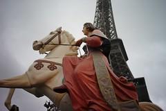 L1000955 (VLBPhotography) Tags: paris france rain children eiffeltower pluie enfants mange carrousel trocadro leicam9 zeisszmcbiogon35mm