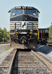 Norfolk Southern 4,000 horsepower General Electric C40-9W 9486, one of 1,090 dientical units on the railroad, Aspinwall, Pennsylvania, October 10, 2010 (Ivan S. Abrams) Tags: ivansabrams abramsandmcdanielinternationallawandeconomicdiplomacy ivansabramsarizonaattorney ivansabramsbauniversityofpittsburghjduniversityofpittsburghllmuniversityofarizonainternationallawyer