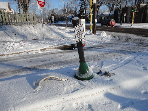 Riverlake Greenway Signal Smashed 1