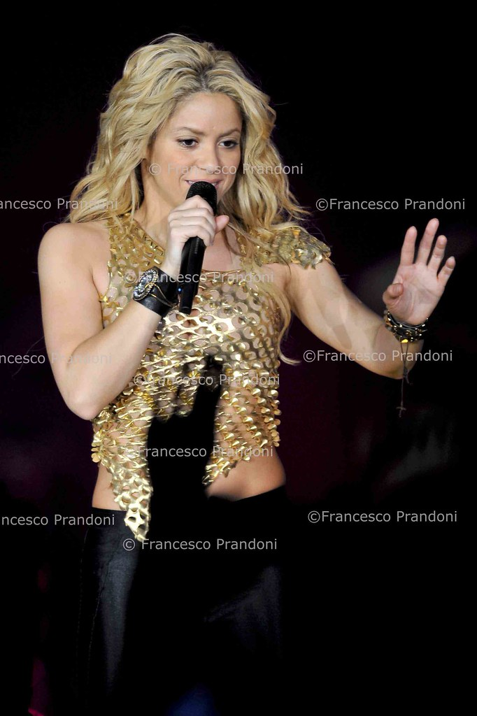 SHAKIRA - The hands of the Columbian popstar! 5213384791_117e39e993_b