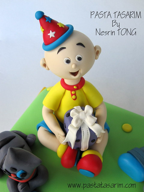 EMIR 2ND BIRTHDAY CAKE -  caillou