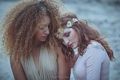 Amistad (Argos Zen) Tags: girls woman beauty redhead bellas pareja couple
