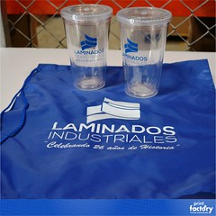 Mochila y Vasos Acrílicos (printfactoryrd) Tags: mochila bulto prisma vasos vasoacrilico logo impreso printfactoryrd articulospromocionales