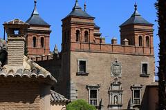 Tolède (hans pohl) Tags: espagne castillelamanche toledo churchs eglises architecture fenêtres windows tours towers façades