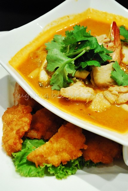 Tom Yam Seafood Noodle & Golden Prawn Pan Cake