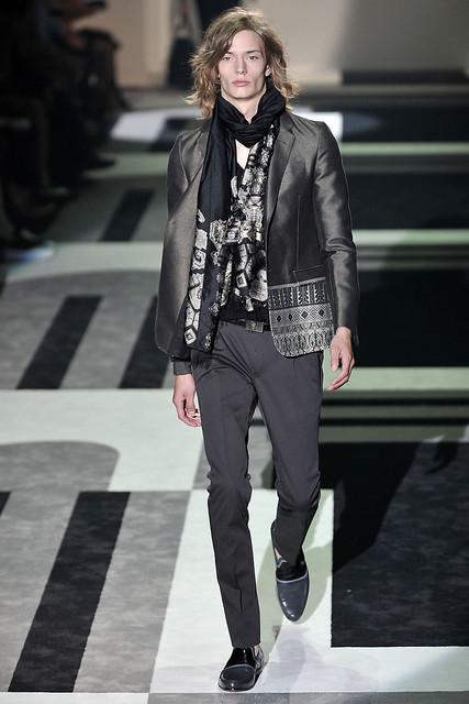 Linus Gustin3011_SS10_Milan_Gucci(VOGUEcom)
