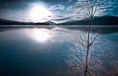 Alone... (thebigTopHat) Tags: blue sky sun sol sunshine de landscape atardecer el gran sombrero puesta copa reflejos montaas impressedbeauty elvisdea thebigtophat