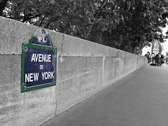 New York in Paris ;) (nichtdiemama) Tags: trees paris france wall way frankreich bume weg mauer colorkey avenuedenewyork