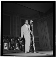 [Portrait of Louis Armstrong, Carnegie Hall, New York, N.Y., ca. Feb. 1947] (LOC) (The Library of Congress) Tags: newyork carnegiehall libraryofcongress armstrong 1947 satchmo louisarmstrong xmlns:dc=httppurlorgdcelements11 xmlns:foaf=httpxmlnscomfoaf01 williampgottlieb dc:identifier=httphdllocgovlocmusicgottlieb00181 foaf:depicts=httpnlagovaunlaparty1307946