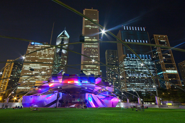 Pritzker Pavilion in Chicago night par Franck Vervial