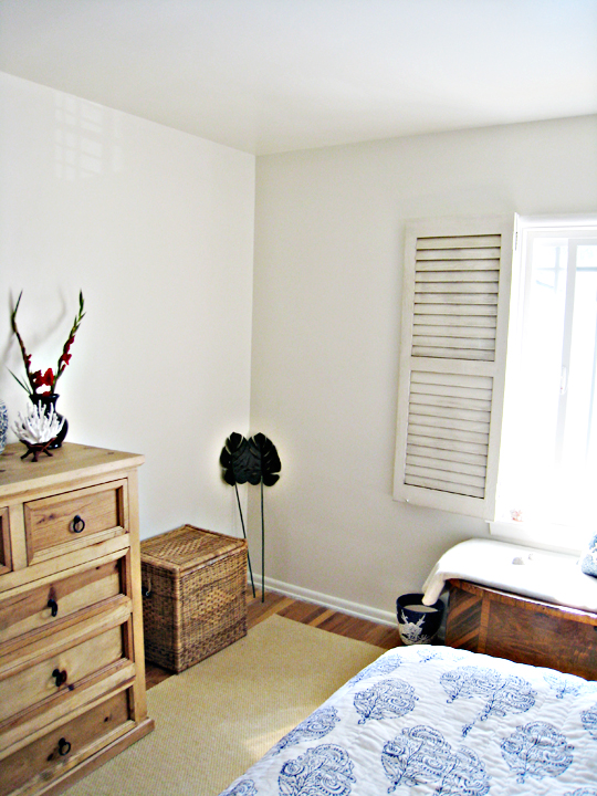 bedroom nook for chair+blue and white beach bedroom+rustic dresser