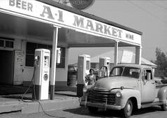 Cloverdale, California (Dave Glass . foto) Tags: california gasstation 1972 cloverdale union76 1953chevrolettruck 1953chevypickup 1953chevrolet 1953chevytruck minoltasr2 cloverdaleca union76station cloverdalecalifornia