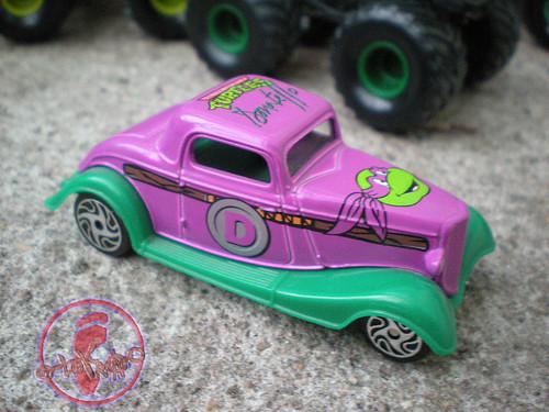 "Racing Champions ""Street Wheels"" diecast 1:64 scale - 'Teenage Mutant Ninja Turtles' 5 pack :: 1934 Ford Streetrod - Donatello ii (( 1999 ))"