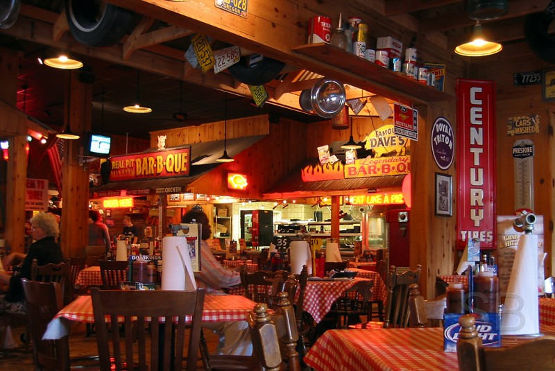 Famous Dave's interior