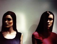 Scared? (ale2000) Tags: red 2 two black mannequin face lca xpro display kodak crossprocess longhair plastic dos deux photowalk dummy pai rosso nero due zwei viso twee plastica debijenkorf manichino epr aledigangicom