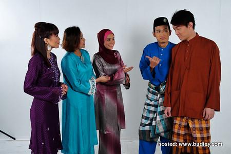 bersama rakan setugas pembaca berita RTM dari kiri Hazel, beatrice, atikah, shahril dan ivan toh