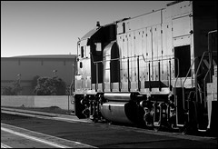 GP15-1 In Morning Light (greenthumb_38) Tags: california railroad blackandwhite bw train morninglight blackwhite duotone locomotive orangecounty anaheim glint 70200mm geep emd canonef70200mmf28l gp15 gp151 canon40d jeffreybass loa32 upy579 up1579 cpcollege costamesajob