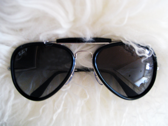ray ban aviators sunglasses+mongolian fur pillow+contrast