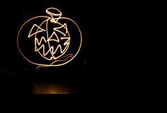 Calabaza en larga exposicin.. (Csar Gonzlez - Destinos360 ) Tags: luz halloween luces calabaza naranja exposicion helloween larga linterna