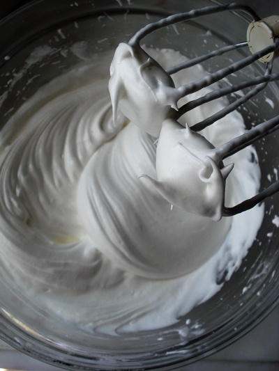 whisk_egg white and sugar