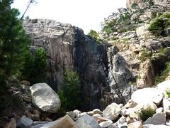 La Cascade Noire et ses dalles moutonnées de la RG en haut à droite