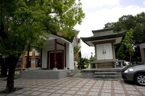 台南(たいなん)県新化(しんほぁ)その1。奉安殿前