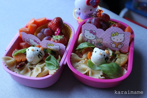 Hello Kitty pasta bento