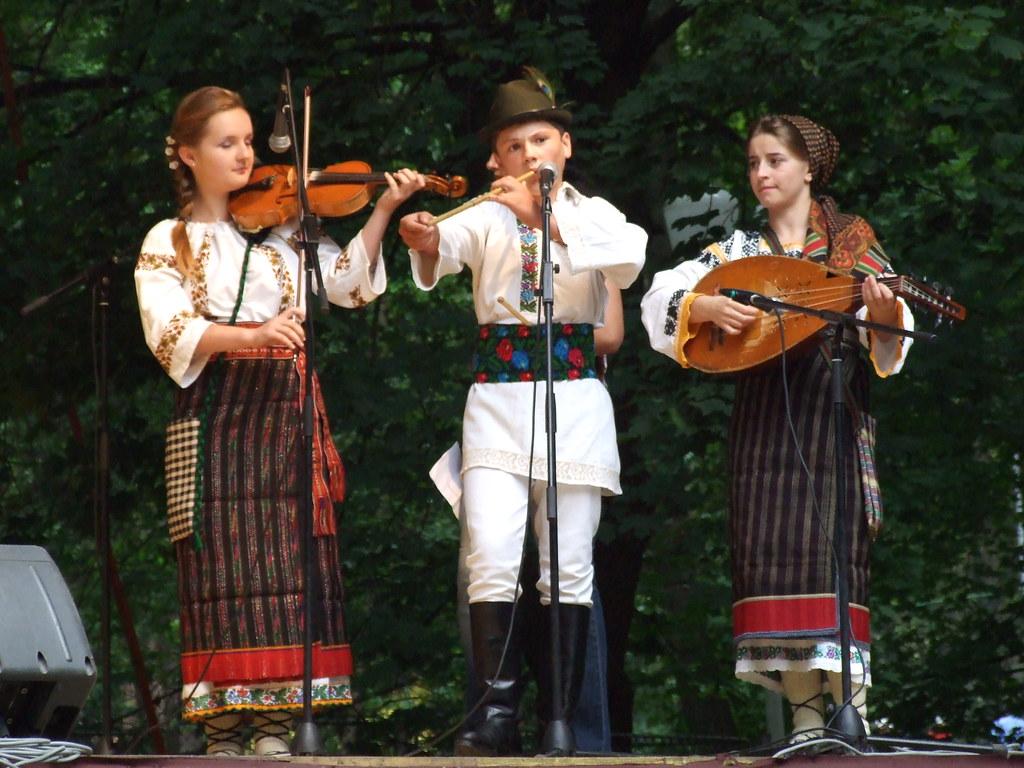 Folclor şi cultură etno