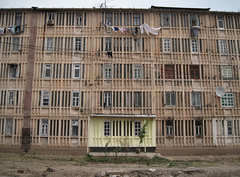 Tajikistan, South of Dushanbe. Oldskool Russian appartment building (Harry -[ The Travel ]- Marmot) Tags: concrete asia south central housing tajikistan dushanbe russian flickrmeet oldskool beton centraal woningbouw appartments azi sociale betonbouw tadzikistan westmeetswestintheeast