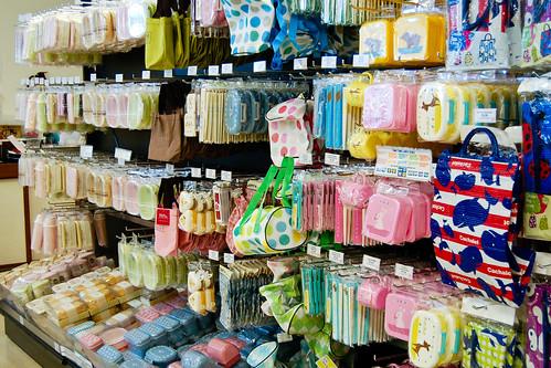 092210-ichibankan-aisle2.jpg