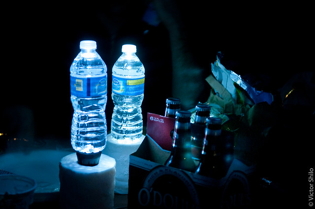The self-made lamps from two flashlights and bottles of water