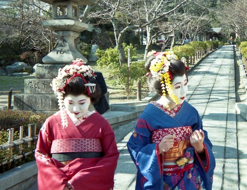 Japan 1997 - two tourists dressed up like Geisha in Kyoto