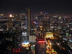 Bangkok Night (Thailand) (Kaptah) Tags: city building tree night thailand hotel noche nightly bangkok edificio vertigo ciudad casio thai nocturna banyan skycraper nen rascacielo platinumphoto impressedbeauty fli