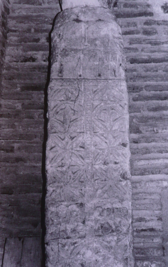 Pilastra visigótica descubierta en 1975 en la Iglesia de San Andrés