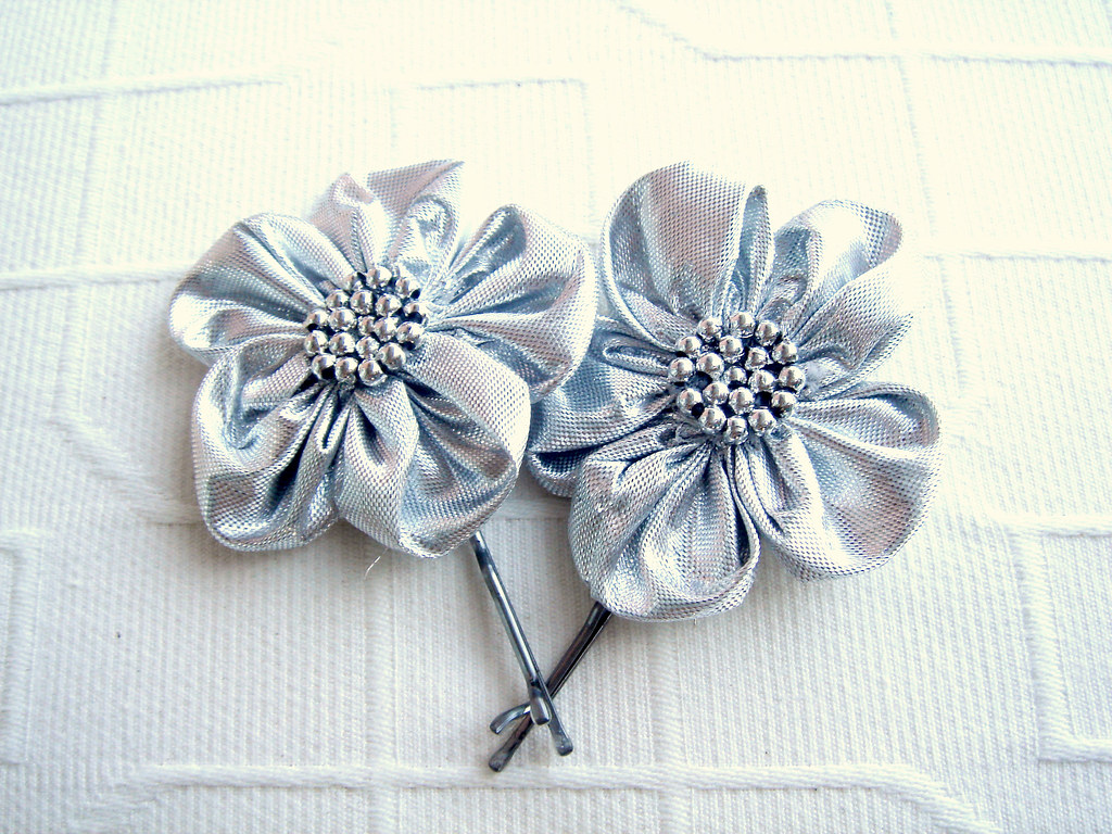 Silver flower with silver beads Bobby pin set 2